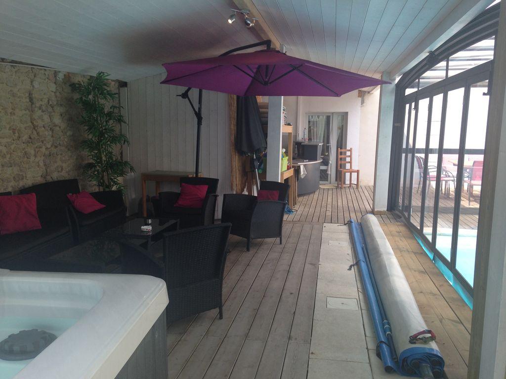 Villa tout confort pour groupe jacuzzi piscine angoulins - Villa charente maritime avec piscine ...